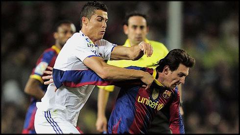 cristiano ronaldo 542 fighting against lionel messi in real madrid vs barcelona 2012