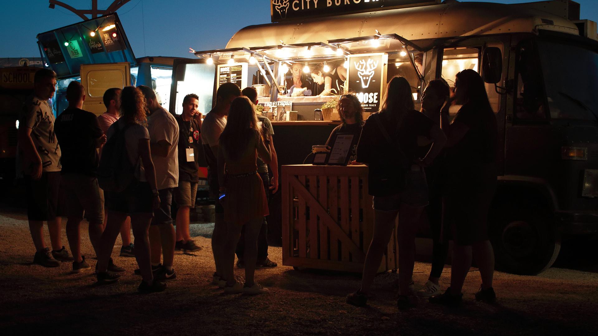 food truck unsplash alvaro reyes