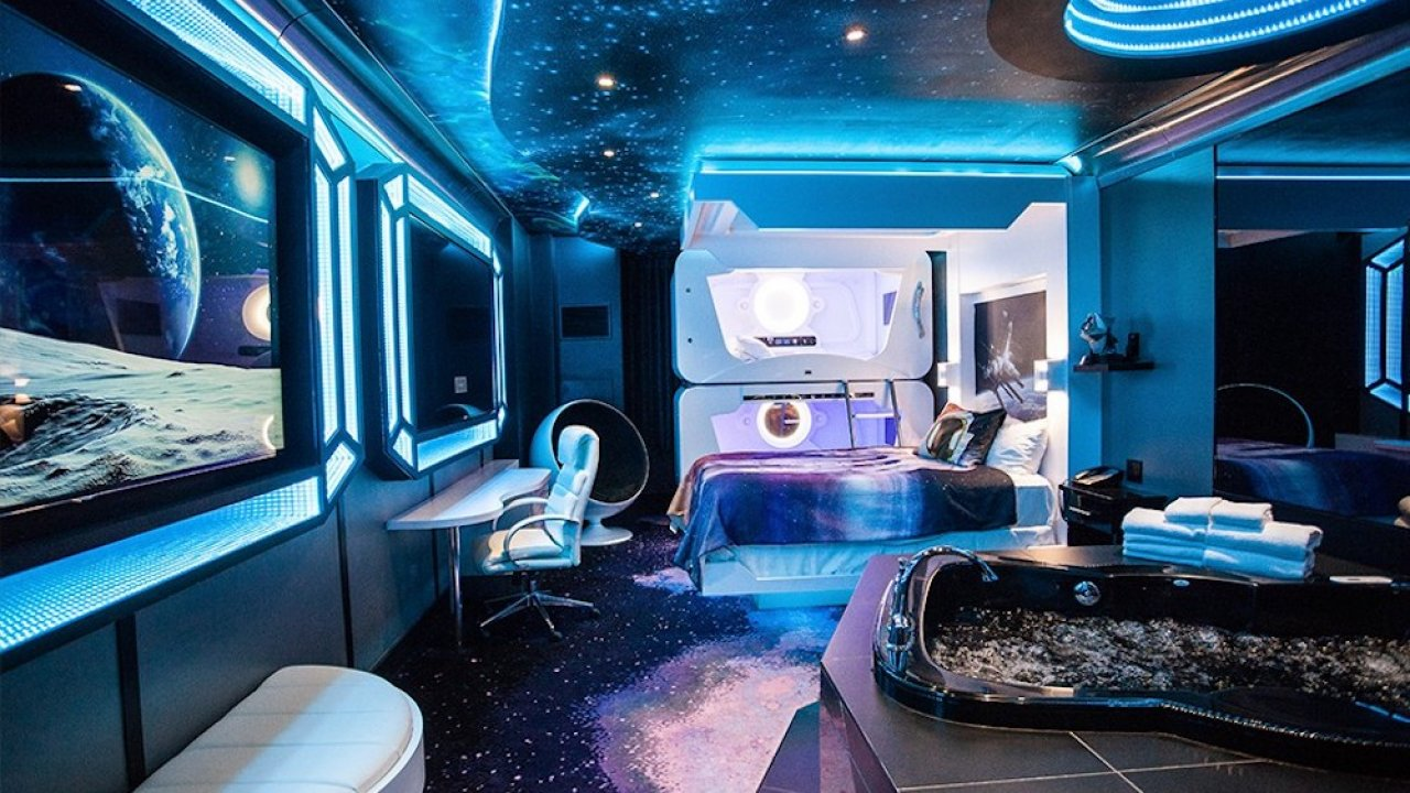 Space Themed Hotels Fantasyland Hotel pics 1280x720