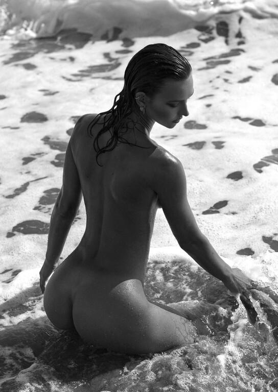 Η Rachel Cook στην πιο σέξι φωτογράφηση της καριέρα της