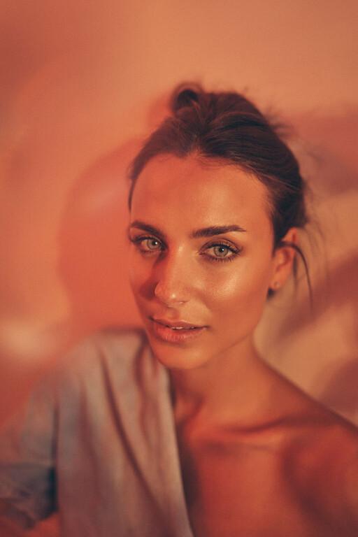 Τα ζεστά μπλε μάτια της Celina Kogan
