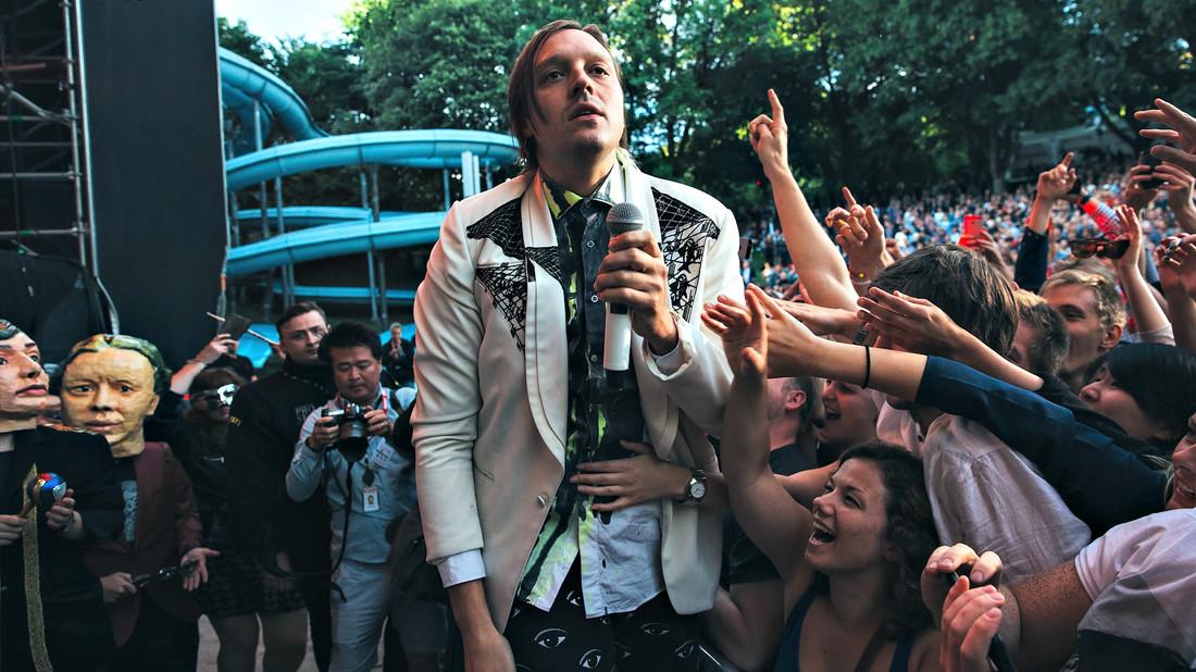 Να περιμένουμε με ανυπομονησία το νέο άλμπουμ των Arcade Fire ή όχι;