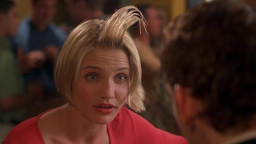 Μάλλον στα μαλλιά σου έχεις πολύ περισσότερο προϊόν απ' όσο πρέπει