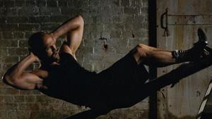 Με τις ασκήσεις του Τζέισον Στέιθαμ δεν θα βαρεθείς στο γυμναστήριο