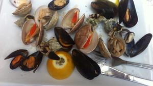 Το Αλαργινό Ρακάδικο θα σε κάνει να αγαπήσεις τα θαλασσινά