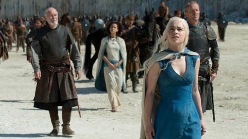 Και πώς θα γίνει τώρα να ταιριάξουμε παραλία και Game of Thrones;