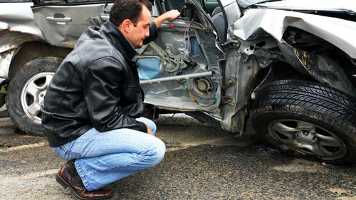 Αρκούν οι χειροπέδες στον γονιό για κάθε νεκρό 17χρονο οδηγό;
