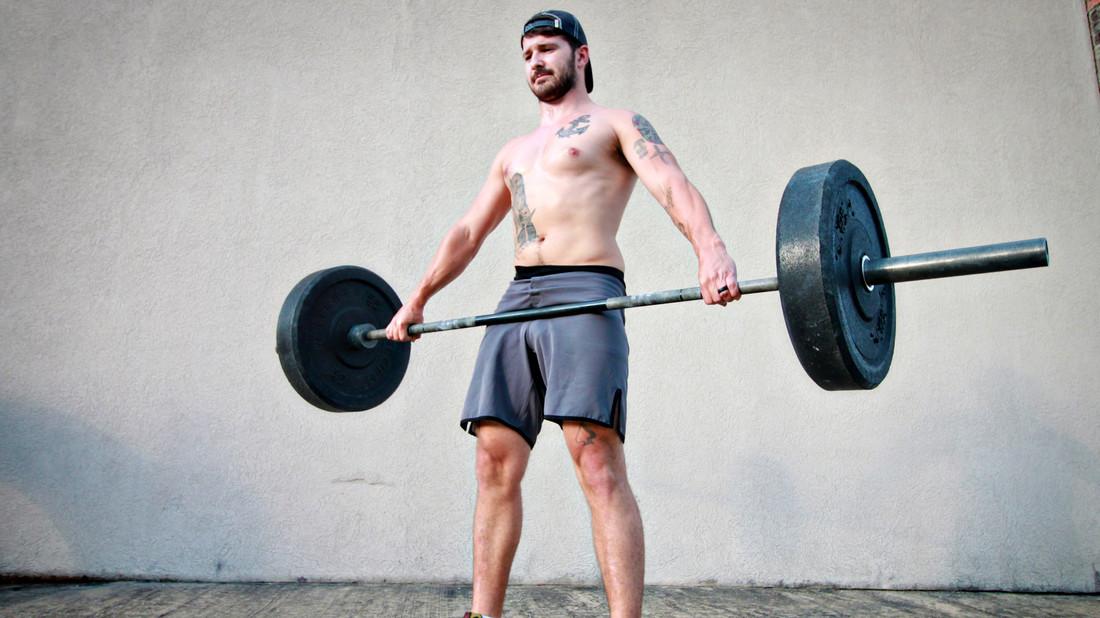 7 ασκήσεις με μπάρα για να χάσεις τα περιττά κιλά