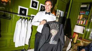 To σμοκιν του Federer στο MET Gala δαγκώνει σαν κόμπρα