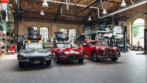 Ερωτικές εικόνες για τους λάτρεις του vintage αυτοκινήτου