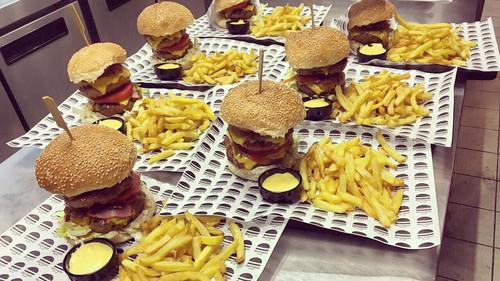 Στο ''Brothers In Law'' τα burgers φτιάχνονται από όνειρα