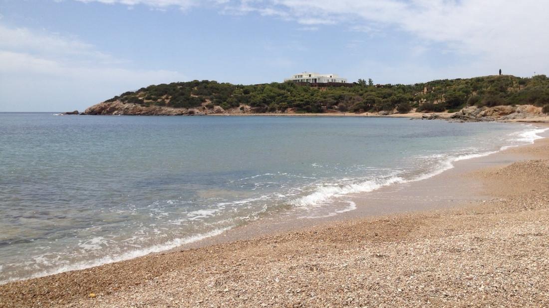 Τα Λεγραινά είναι η τελευταία «απάτητη» παραλία της Αττικής