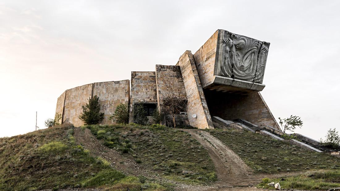 Πριν ξανακράξεις τη σοβιετική αρχιτεκτονική, δες αυτά