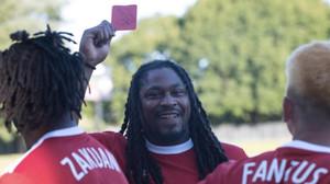Αυτά παθαίνεις όταν δείχνεις κόκκινη κάρτα σε παίκτη του NFL