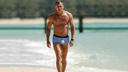 9 μαγιό για να δείχνεις καλύτερος και από τον James Bond