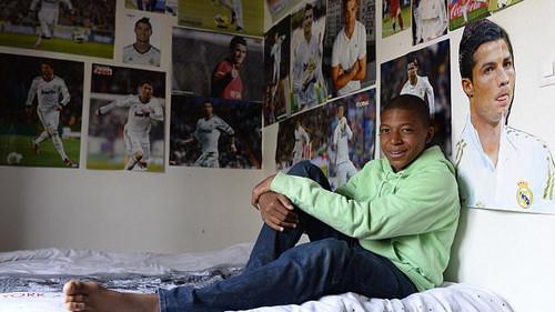 Όταν ο Εμπαπέ είχε αφίσα του Κριστιάνο στο δωμάτιό του