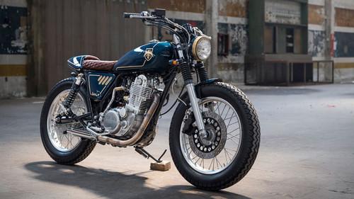 Η Yamaha SR400 είναι η πιο στυλάτη μηχανή που έχουμε δει εδώ και καιρό