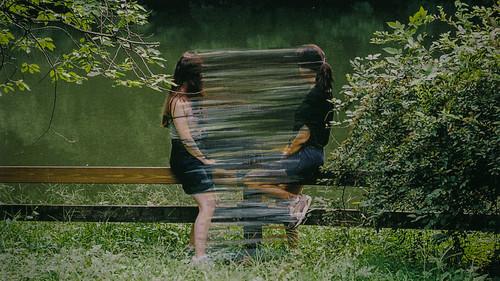 Μια φωτογράφος και μια ζωγράφος αποτυπώνουν την παροδικότητα του χρόνου