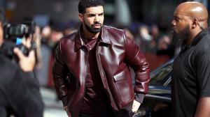 Το δερμάτινο μπουφάν του Drake έχει κάτι από Scarface