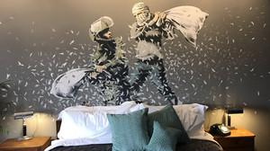 Το ξενοδοχείο του Banksy στη Βηθλεέμ έχει πλέον το δικό του gift shop