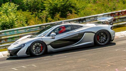 Σου σηκώνεται λίγο η τρίχα με τον εκκωφαντικό ήχο της McLaren Ρ1