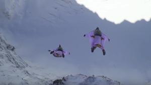 BASE jumping στις Άλπεις και κόβεται η ανάσα μας