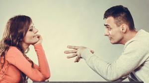 Ποιες είναι οι ΠΡΩΤΕΣ ερωτήσεις που κάνει μια γυναίκα σε έναν άντρα;