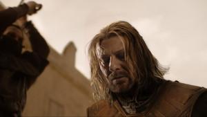 Τι ψιθύριζε τελικά ο Ned Stark πριν τον αποκεφαλισμό;