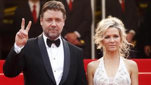 Θα θαυμάσεις το πόσο ΜΕΡΑΚΛΙΔΙΚΑ αντιμετώπισε ο Russell Crowe το διαζύγιο του