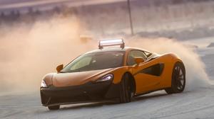 Κανένα Tokyo Drift! Τα καλά τα παντιλίκια γίνονται στο πάρκο της McLaren