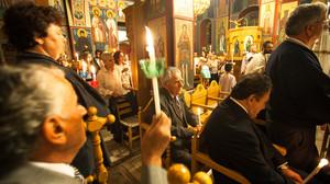 Φήμες λένε ότι υπάρχουν άνθρωποι που κάθονται στην εκκλησία και ΜΕΤΑ το «Χριστός Ανέστη»