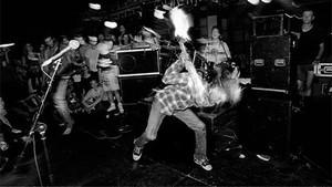 Η σπασμένη κιθάρα του Kurt Cobain βγαίνει στο σφυρί