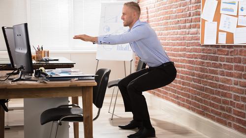 Ποιος είπε ότι δεν μπορείς να κάνεις γυμναστική στο γραφείο;