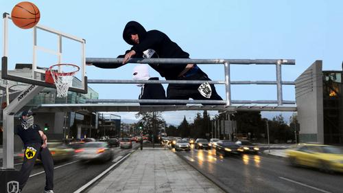 ΕΥΧΑΡΙΣΤΟ ΣΟΚ: Οπαδοί της ΑΕΚ και του ΠΑΟΚ συναντήθηκαν στη γέφυρα της Κηφισίας!!1