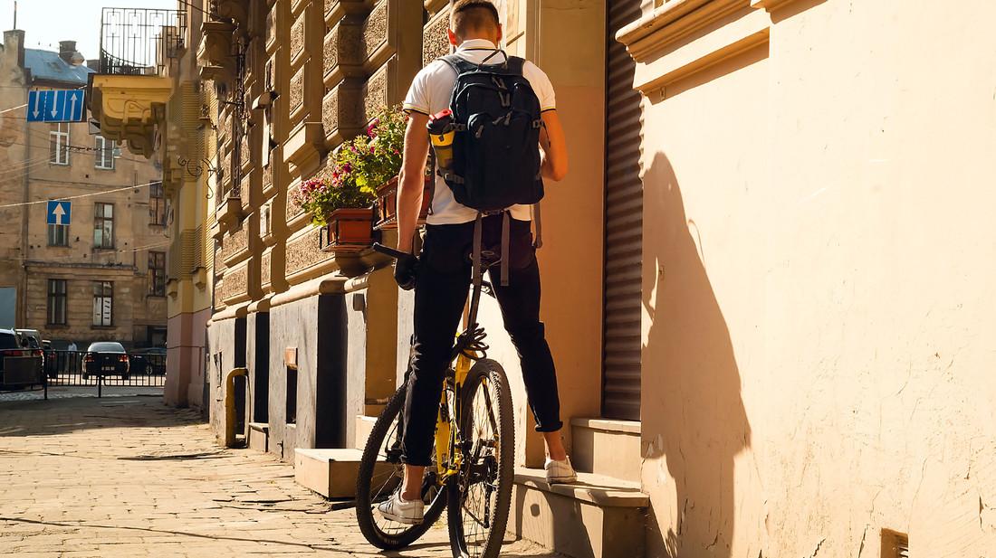 9 backpack που θα σου βάλουν πλάτη φέτος το καλοκαίρι