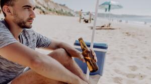 Είναι το ψυγειάκι στην παραλία η απόλυτη ευλογία;
