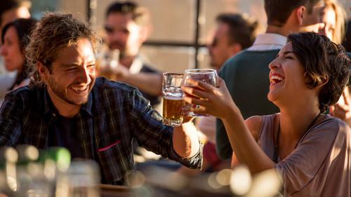 Όσο περισσότερο μπίρα πίνεις, τόσο πιο καρπερός γίνεσαι