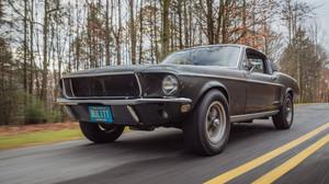 10 εμβληματικά αυτοκίνητα που έκλεψαν τη δόξα από τους ηθοποιούς
