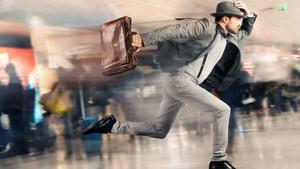 Καθυστέρησε στην πτήση του και τηλεφώνησε στο αεροδρόμιο για βόμβα