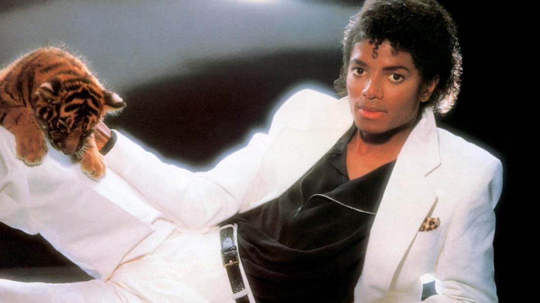 Θα έσκαγες στο γάμο του κολλητού με το λευκό κοστούμι του Μάικλ Τζάκσον στο Thriller;