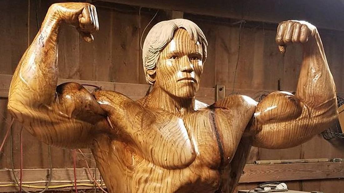 Φτιαγμένο από ξύλο και μούσκουλα το νέο άγαλμα του Άρνολντ Σβαρτσενέγκερ