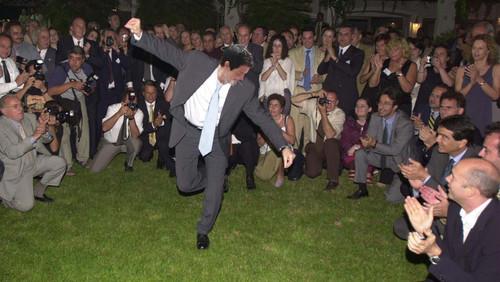 Να χορεύεις ζεϊμπέκικο ενώ «ΔΕΝ ΤΟ 'ΧΕΙΣ»: Μαγκιά ή Αυτοταπείνωση;