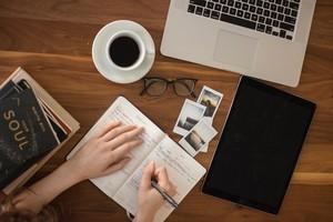 Πέντε ιδέες DIY για την τέλεια οργάνωση στο γραφείο σου