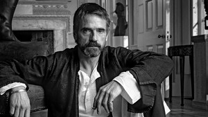 Jeremy Irons: Ο εναλλακτικός γερόλυκος του σινεμά μέσα από 6 ταινίες του