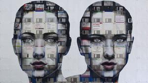 Πορτρέτα φτιαγμένα από κασέτες VHS και αρνητικά των φιλμ