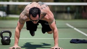 5 ασκήσεις CrossFit για να κάψεις λίπος σε μόλις 3 λεπτά