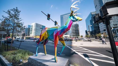 Περίεργα πολύχρωμα γλυπτά εμφανίστηκαν στους δρόμους της Βοστώνης