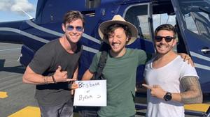 Έκανε οτοστόπ και κατέληξε σε ελικόπτερο με τον Chris Hemsworth!