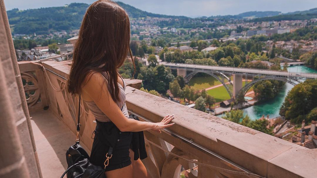 Η Σερίνα λέει ότι ψάχνει παρέα για να την ακολουθήσει στα ταξίδια της