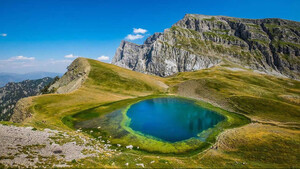 Η Δρακόλιμνη είναι ένας από τους πάμπολλους θησαυρούς που κρύβει η Ήπειρος